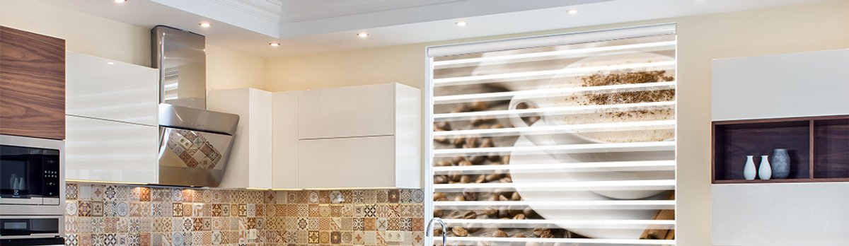 Doppelrollo mit Kaffeemotiv in der Küche
