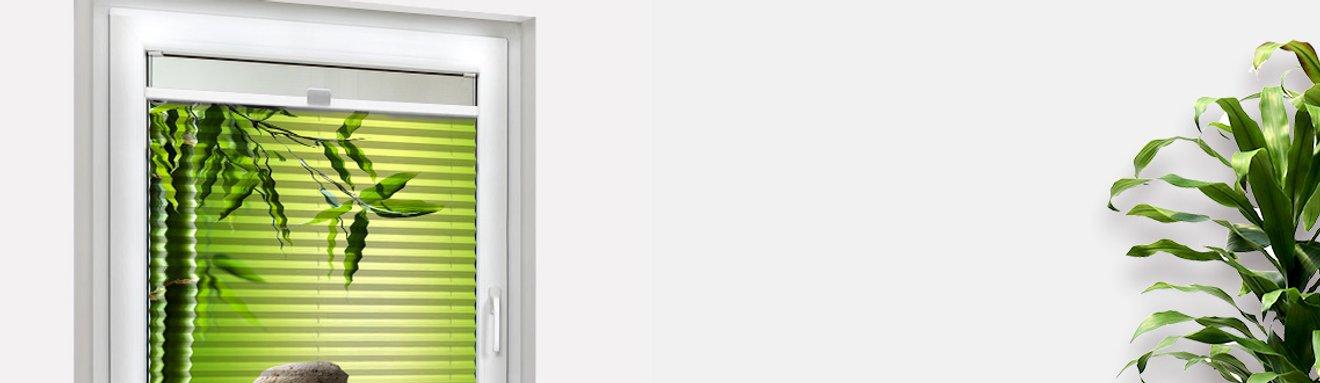 Bedrucktes Foto-Plissee in die Glasfalz geschraubt mit Spa-Motiv mit Bambus und Steine
