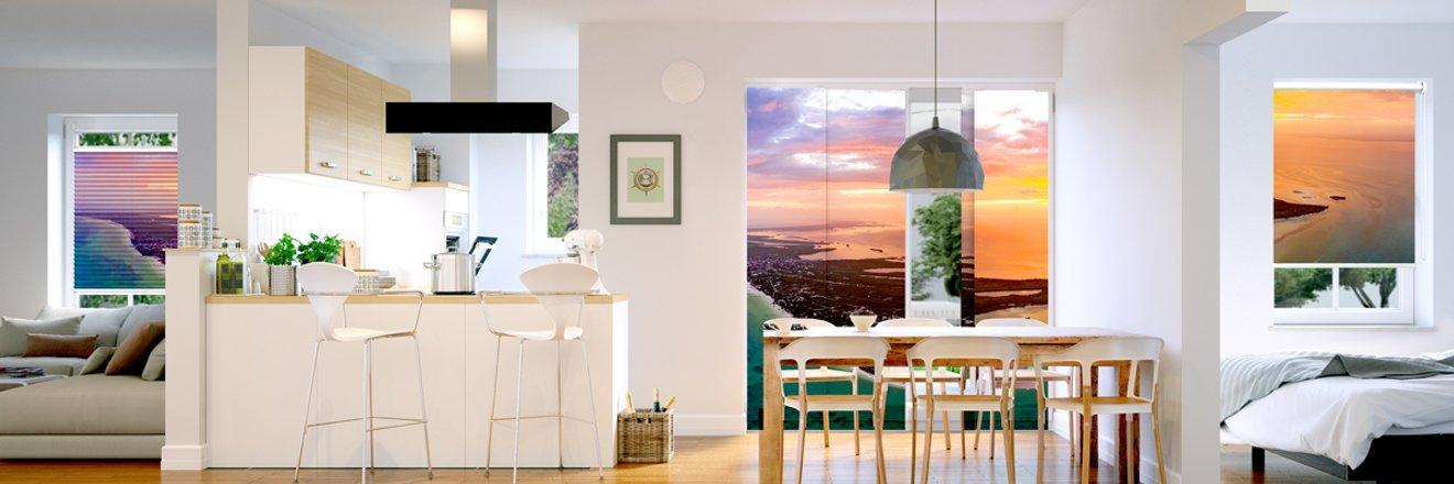 Header image mit verschieden Räumen und jeweils ein Fenster mit bedrucktem Sonnenschutz