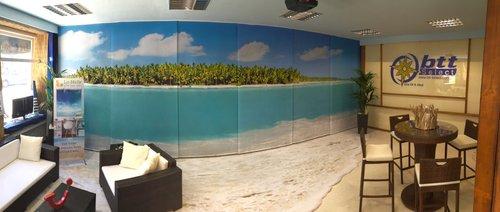 Teppich, Schiebevorhang und Acrylglas für Reisebüro